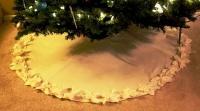 Нежная скатерть под елку