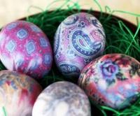 Vajíčka obarvená hedvábím
