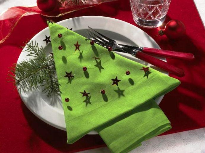skládání ubrousků, vánoční prostírání, vánoční stůl