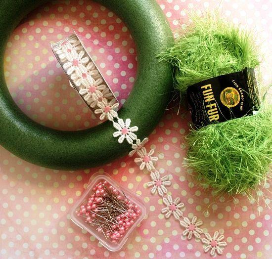 jarní věnec, velikonoční věneček, jak vyrobit věnec, věneček na dveře, návod na věnec