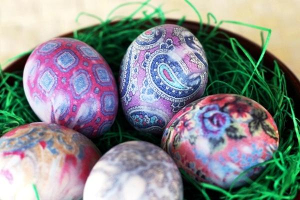 barvení vajíček, hak obarvit vejce, hedvábná vajíčka, dior vejce, velikonoční vejce, velikonoční dekorace, barevné vajíčka